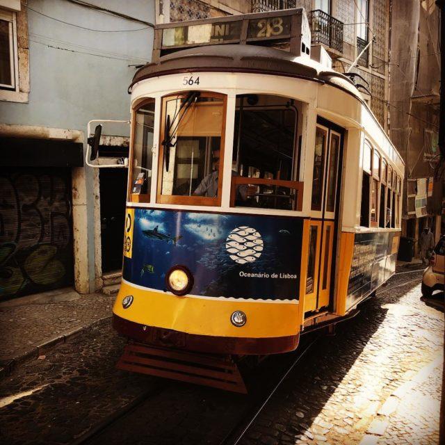 Petit dtour par les rues escarpes de Lisbonne et sonhellip