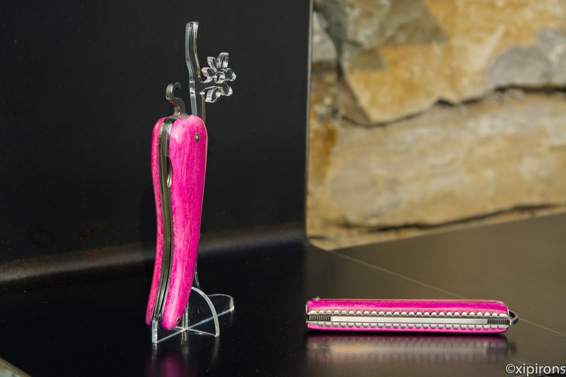 Couteau basque Bixia en os de chameau rose