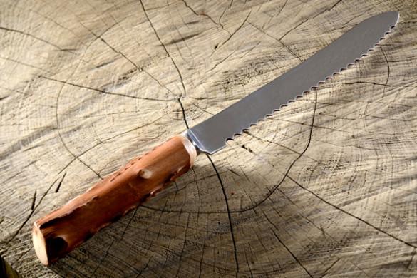 Couteau à pain artisanal basque en néflier