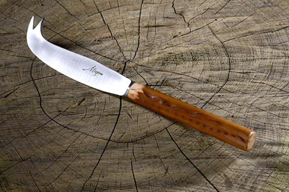 Couteau à fromage basque Mizpira en néflier scarifié