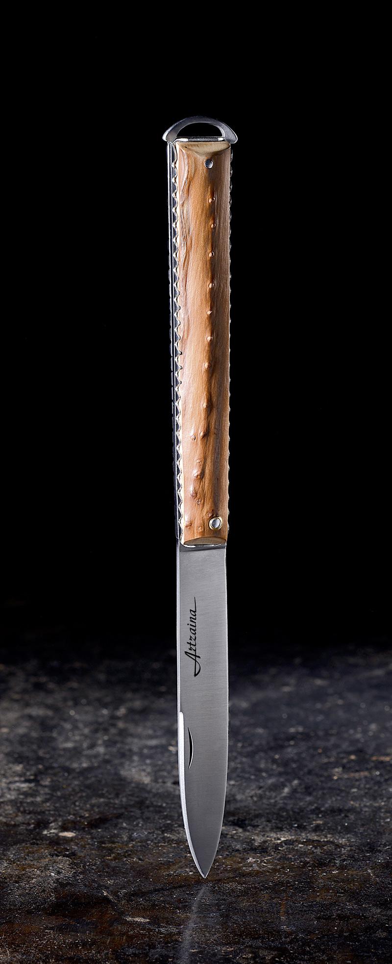Artzaina, couteau basque artisanal en néflier scarifié.