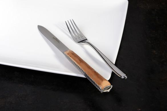 Artzaina de table, couteau de table basque artisanal en néflier scarifié.