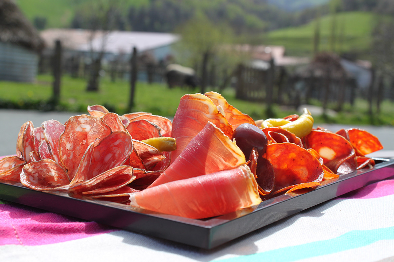 Plateau de charcuterie de la maison Pierre Oteiza au Pays Basque