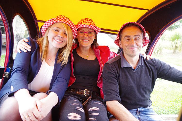 Les Couteliers Basques dans la 2CV limousine de Cochonou