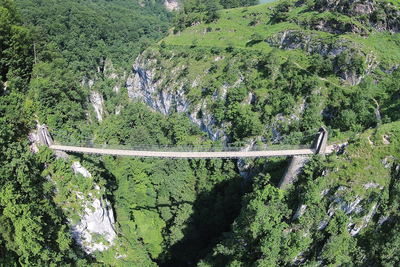 Balade au Pays Basque : la passerelle d'Holzarte