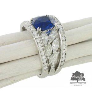Saphirs entourés de diamants navettes par Christophe Amestoy