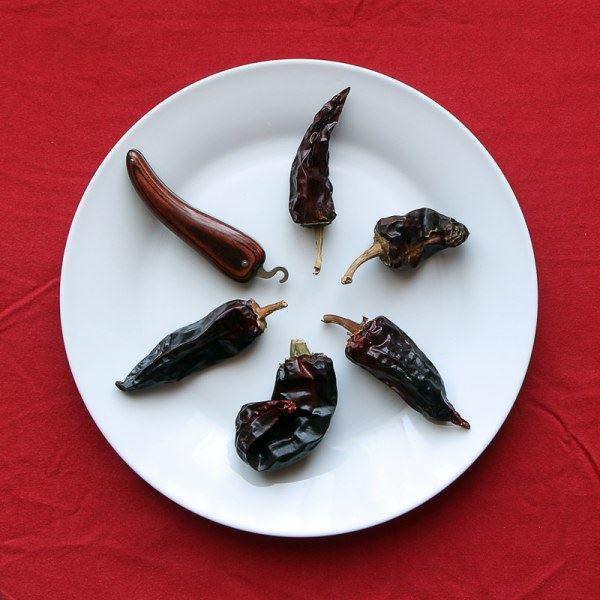 Piment d'Espelette et couteau basque Bixia